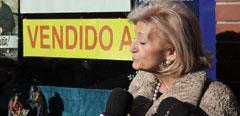 Maria Luisa Ron Sánchez habla con los periodistas.