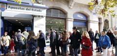 Colas en Valencia para comprar Lotería.