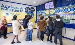 Colas en una administración de Loteria