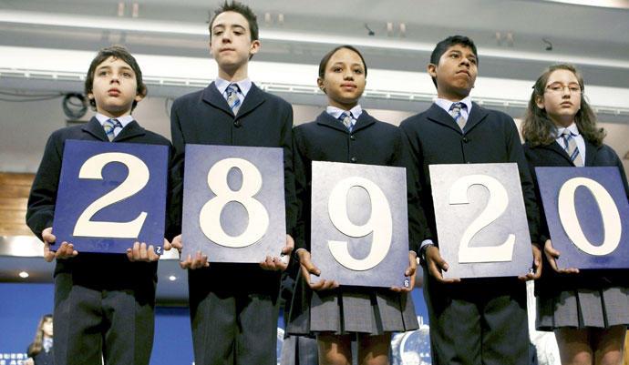 Los niños de San Ildefonso en el Sorteo de lotería de 'El Niño'