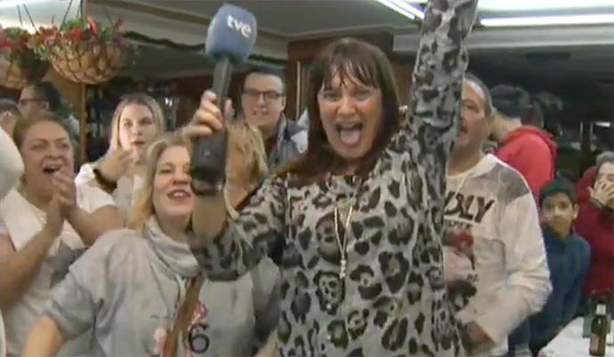 La reportera de TVE, en plenas escenas de júbilo tras ser premiada con el Gordo de Navidad.